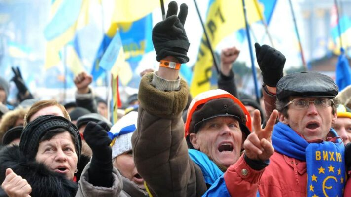 European Solidarity and Fatherland are two well-established pro-Western parties that will likely make it into the new Ukrainian parliament, opinion polls suggest.
